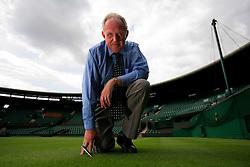 UK ENGLAND LONDON 17AUG07 - Eddie Seaward checks the grass lawn at Court No 1 at Wimbledon Tennis Club in London.. . jre/Photo by Jiri Rezac. . © Jiri Rezac 2007. . Contact: +44 (0) 7050 110 417. Mobile:  +44 (0) 7801 337 683. Office:  +44 (0) 20 8968 9635. . Email:   jiri@jirirezac.com. Web:    www.jirirezac.com. . © All images Jiri Rezac 2007 - All rights reserved.