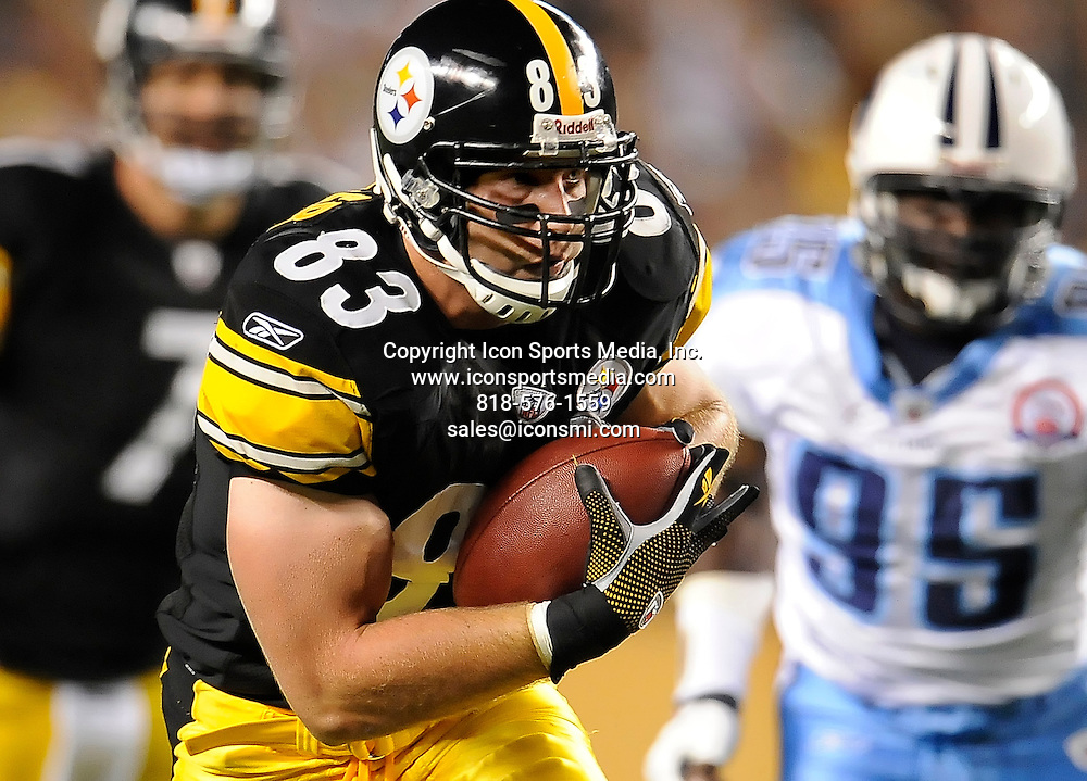 .9/10/2009 PITTSBURGH :  Steelers Heath Miller picks up first down against the Titans...Pittsburgh Steelers vs Tennessee Titans at Heinz Field  PITTSBURGH : ...Pittsburgh Steelers vs Tennessee Titans at Heinz Field 9/10/2009