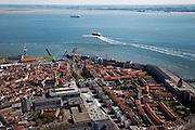 Nederland, Zeeland, Vlissingen, 12-06-2009; Centrum van de stad met zicht op de Rede van Vlissingen waar een loodsboot zojuist een zeeschip verlaat. Rechts Boulevard de Ruyter met Gevangenentoren (restant oude stadsmuur), midden de vuurtoren en de Michiel de Ruijterhaven met Museum het Arsenaal en de Jachthaven.Swart collectie, luchtfoto (25 procent toeslag); Swart Collection, aerial photo (additional fee required).foto Siebe Swart / photo Siebe Swart