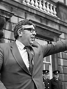 TDs arrive for the opening session of the 23rd Dáil...9-03-82.03-09-1982.9th March 1982..Pictured At Leinster House. ..Limerick East Independent Socialist TD Jim Kemmy