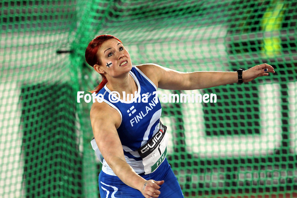 9.9.2011, Olympiastadion, Helsinki..Suomi - Ruotsi yleisurheilumaaottelu. Naisten kiekko..Sanna Kmrinen - Suomi