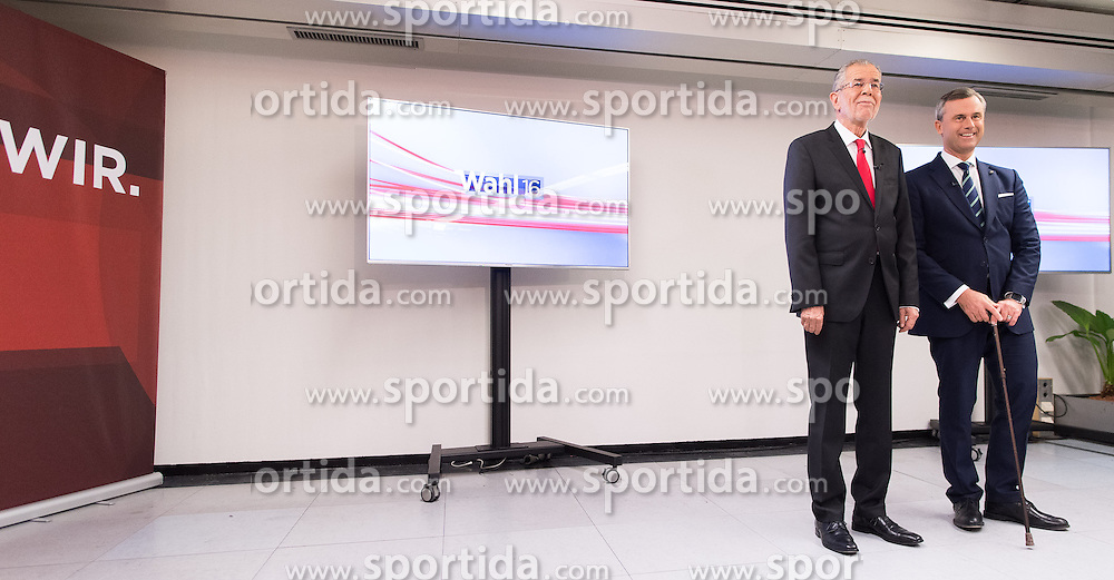 """01.12.2016, ORF Zentrum, Wien, AUT, ORF Diskussion """"Das Duell"""" anlässlich der Präsidentschaftswahl 2016, im Bild v.l.n.r. Präsidentschaftskandidat Alexander Van der Bellen und FPÖ-Präsidentschaftskandidat Norbert Hofer // Candidate for Presidential Elections Alexander Van der Bellen and Candidate for Presidential Elections Alexander Van der Bellen before television confrontation beetwen candidates for the austrian presidential elections in Vienna, Austria on 2016/12/01, EXPA Pictures © 2016, PhotoCredit: EXPA/ Michael Gruber"""