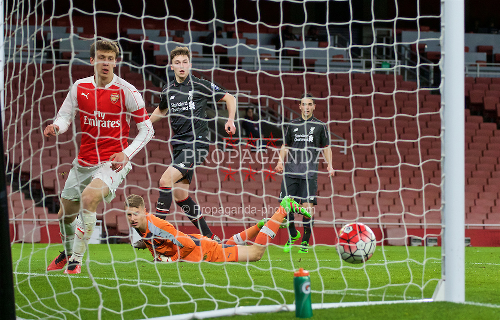 LONDON, ENGLAND - Friday, March 4, 2016: Liverpool's Conor Masterson scores the equalising goal against Arsenal's goalkeeper Hugo Keto to level the score 1-1 during the FA Youth Cup 6th Round match at the Emirates Stadium. (Pic by Paul Marriott/Propaganda)