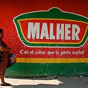 &laquo;&nbsp;Malher&nbsp;&raquo;, Antigua, Guatemala 2008.<br /> <br /> Publicit&eacute; pour une marque de produits alimentaires, dans la gare routi&egrave;re d'Antigua.