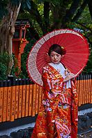 Japon, île de Honshu, région de Kansaï, Kyoto, Gion, ancien quartier des Geishas, jeunes femmes en kimono // Japan, Honshu island, Kansai region, Kyoto, Gion, Geisha former area, young women in kimono