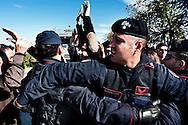 Giugliano, Italia - 29 ottobre 2010. I cittadini di Giugliano cercano di fermare il passaggio dei camion carichi di rifiuti da sversare nella discarica di Taverna del Re. Secondo il nuovo piano del governo i rifiuti di Napoli dovranno essere sversati non piu? nella discarica di Terzigno ma in quella di Taverna del Re e Chiaiano..Ph. Roberto Salomone Ag. Controluce.ITALY - Demonstrators try to block rubbish compactors near the Taverna del Re rubbish dump on October 29, 2010.