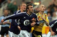 Fotball, Tippeligaen, <br /> Viking Stadion, 24/04-2005, Viking - Lillestrøm,<br /> Pål Steffen Andressen i duell med Trygve Nygaard,<br /> Foto: Sigbjørn Andreas Hofsmo, Digitalsport