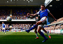 Matthew Pennington of Ipswich Town crosses the ball - Mandatory by-line: Phil Chaplin/JMP - FOOTBALL - Portman Road - Ipswich, England - Ipswich Town v Reading - Sky Bet Championship
