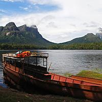 Tepui Autana y Cerro Wichuj (Cara de Indio)  visto desde Raudales de Ceguera , estado Amazonas, Venezuela. ©Jimmy Villalta