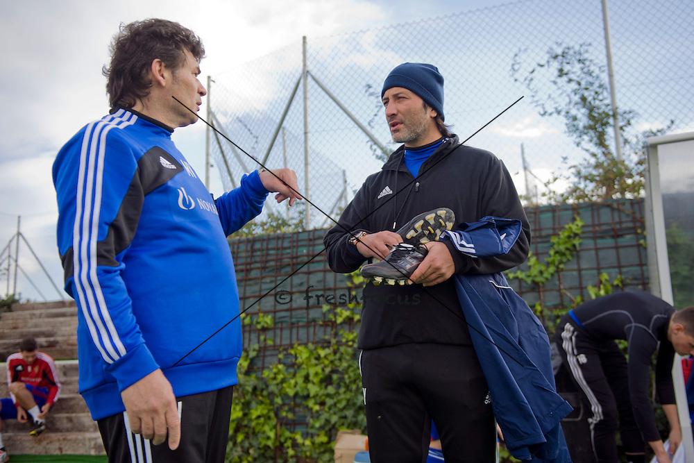 18.01.2013; Estepona; Fussball Super League - Trainingslager FC Basel;<br /> Mauro Vivanelli und Trainer Murat Yakin (Andy Mueller/freshfocus)