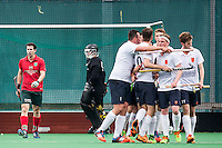 ROTTERDAM - Civicum - de Ijsel , Hockey playoffs , Hockey , Hockey club Leonidas , 21-06-2015 ,  Speler en keeper van Civicum teleurgestled na de 2-0 terwijl de Ijsel (r) het 2e doelpunt viert