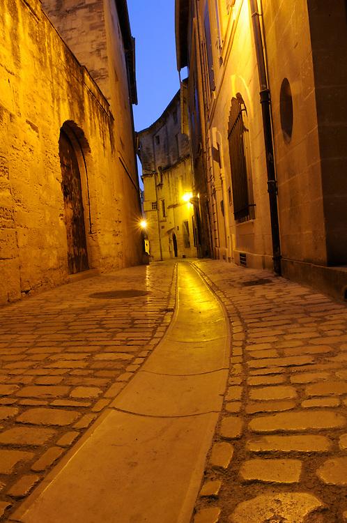 France, Languedoc Roussillon, Gard (30), Uzès, rue du Coin