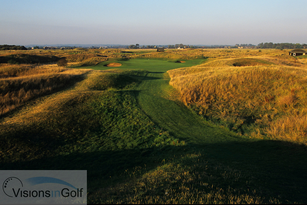8th hole, par 3, Royal St. Georges GC<br /> Sandwich, Kent. UK Venue for the 2003 Open Championship<br /> Photo Mark Newcombe