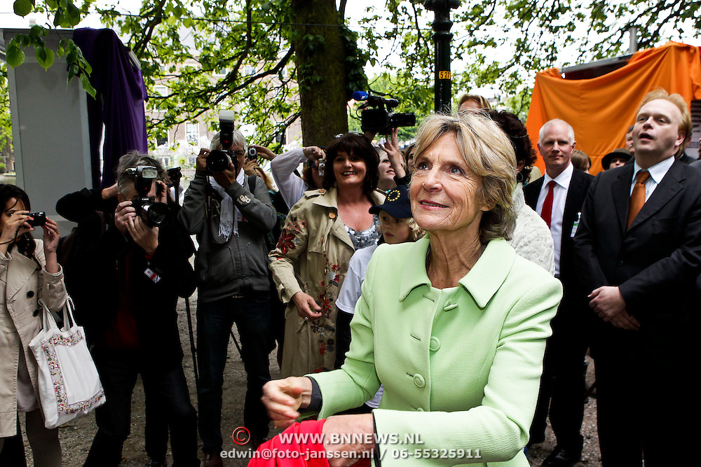 NLD/Den Haag/20100527 - Opening tentoonstelling Wild Wonders of Europe door Prinses Irene in Den Haag