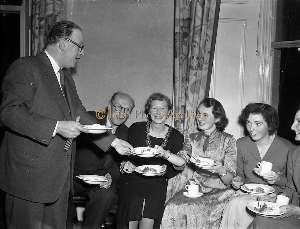 23/12/1952<br /> 12/23/1952<br /> 23 December 1952<br /> Advertising Press Club Annual Christmas Party at the Salthill Hotel, Dublin.