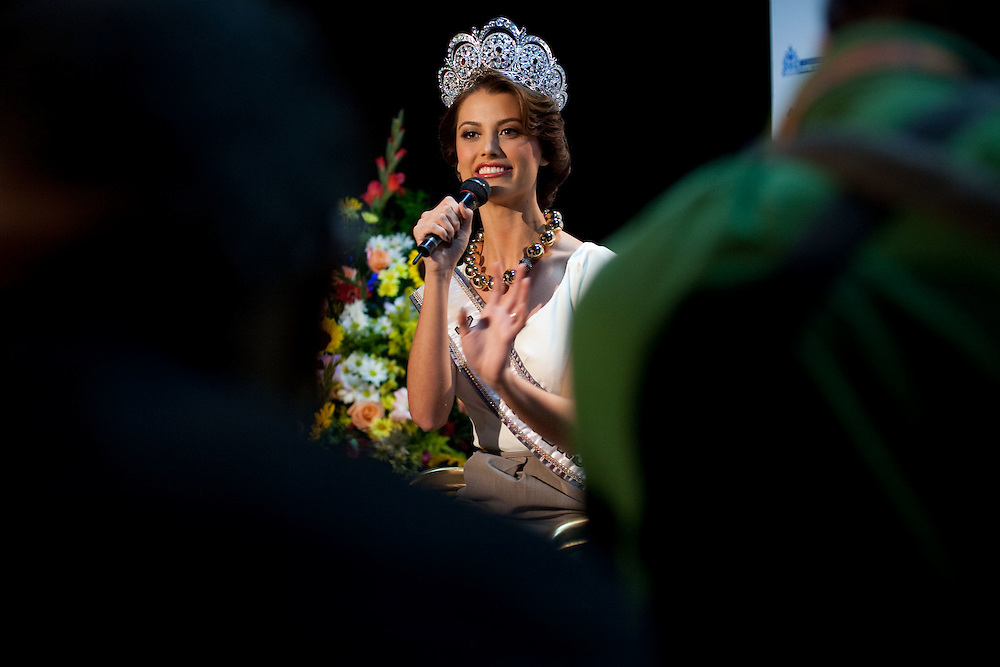 Miss Universe 2009 Venezuelan Stefania Fernandez during a press conference in Caracas, Saturday, Sept. 19, 2009. (ivan gonzalez)