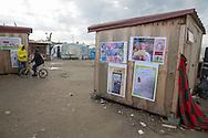 Calais, Pas-de-Calais, France - 16.10.2016    <br />     <br /> Drawings of british school kids on a booth in the &rdquo;Jungle&quot; refugee camp on the outskirts of the French city of Calais. Many thousands of migrants and refugees are waiting in some cases for years in the port city in the hope of being able to cross the English Channel to Britain. French authorities announced that they will shortly evict the camp where currently up to up to 10,000 people live.<br /> <br /> Zeichnungen von britischen Schulkindern an einer Bretterbude im &rdquo;Jungle&rdquo; Fluechtlingscamp am Rande der franzoesischen Stadt Calais. Viele tausend Migranten und Fluechtlinge harren teilweise seit Jahren in der Hafenstadt aus in der Hoffnung den Aermelkanal nach Gro&szlig;britannien ueberqueren zu koennen. Die franzoesischen Behoerden kuendigten an, dass sie das Camp, indem derzeit bis zu bis zu 10.000 Menschen leben K&uuml;rze raeumen werden. <br /> <br /> Photo: Bjoern Kietzmann