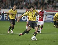 Robert Pires scores.<br />Photo: Barry Bland.<br />Ajax v Arsenal. UEFA Champions League.<br />27/09/2005.
