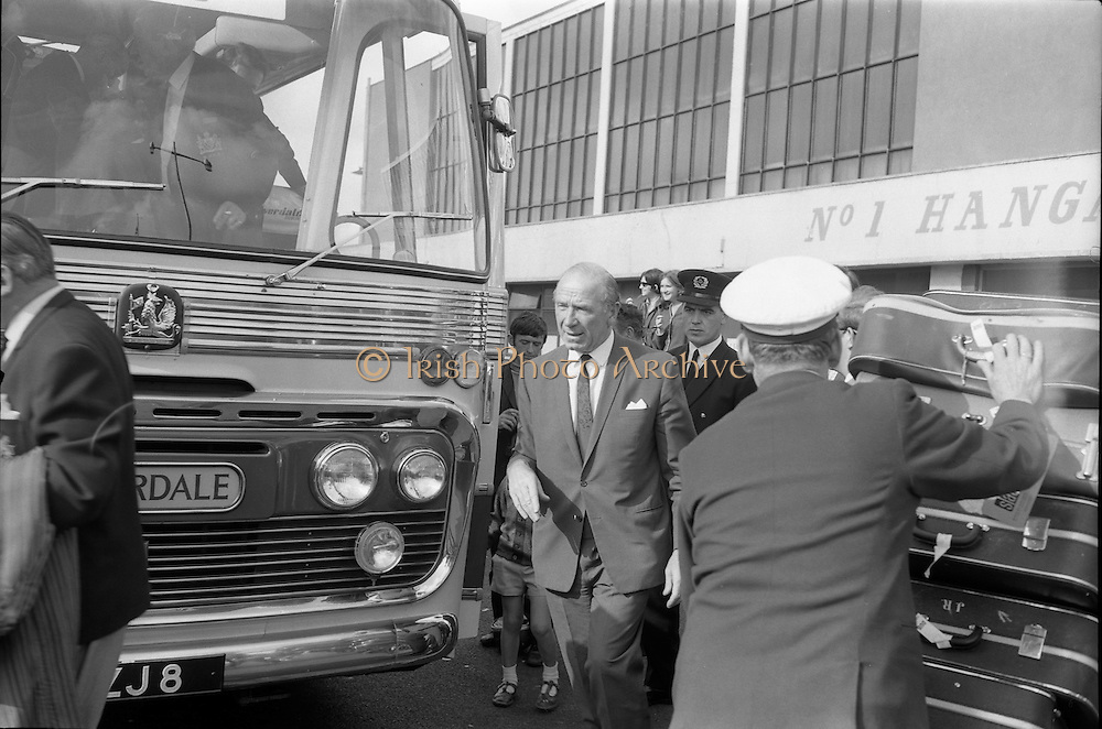 17/09/1968<br /> 09/17/1968<br /> 17 September 1968<br /> Manchester United arrive at Dublin Airport.  Mat Busby, manager of Manchester United leaving the airport.