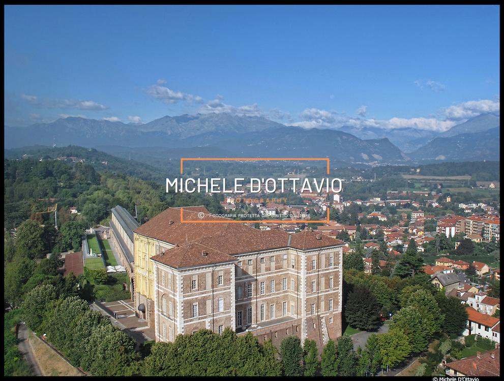 Castello di Rivoli panoramiche aeree del centro storico e della collina..Rivoli (TO) 28/08/10