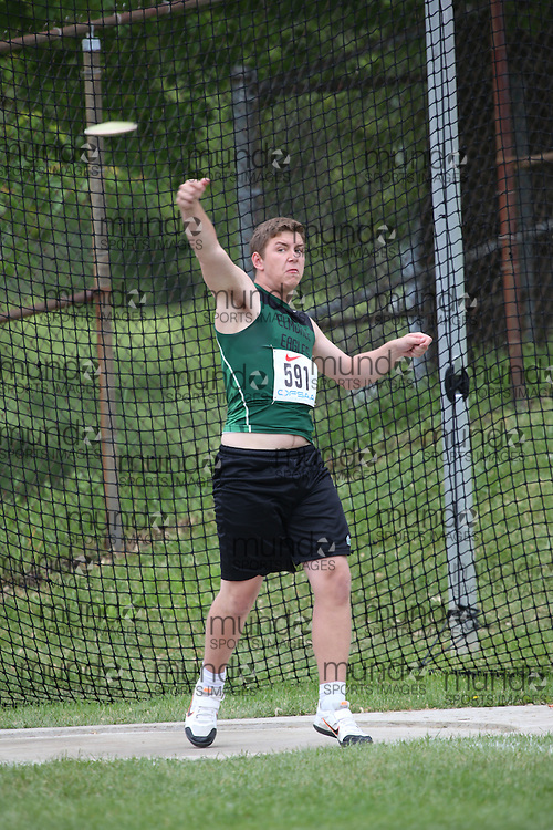 Patrick Ryall of Elmvale District HS - Elmvale competes in the midget boys discus at the 2013 OFSAA Track and Field Championship in Oshawa Ontario, Thursday,  June 6, 2013.<br /> Mundo Sport Images / Sean Burges