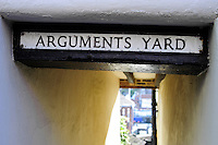 Arguments Yard, a narrow alleyway leading to Whitby harbour