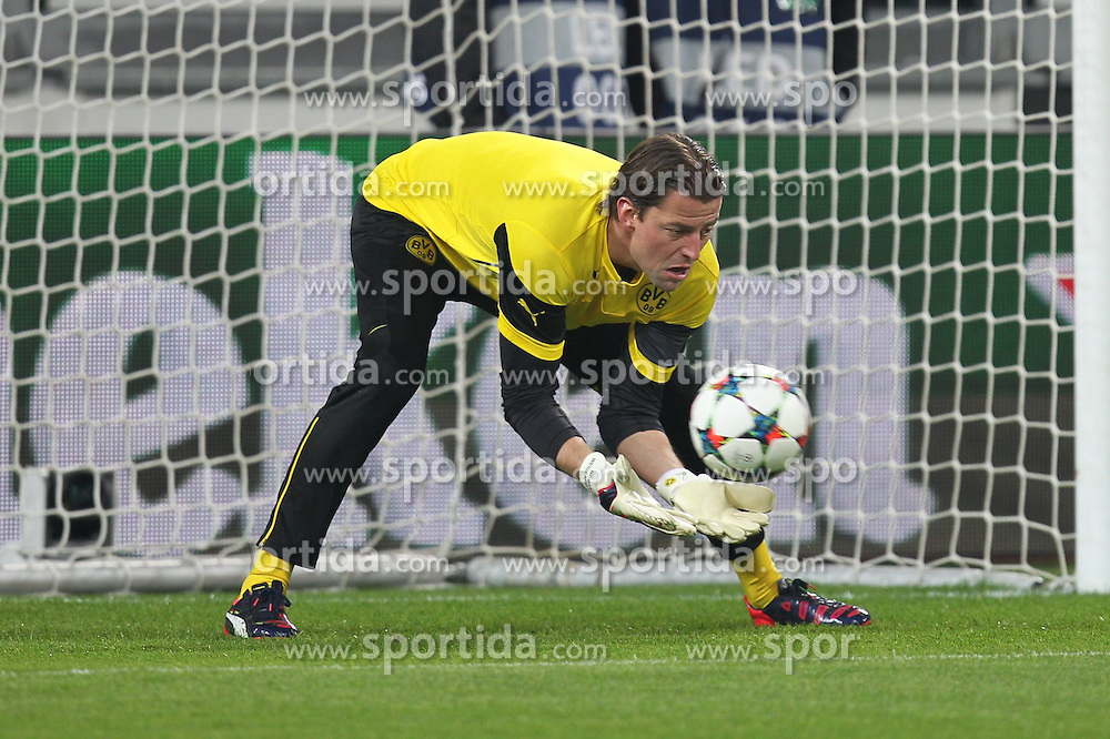 24.02.2015, Veltins Arena, Turin, ITA, UEFA CL, Juventus Turin vs Borussia Dortmund, Achtelfinale, Hinspiel, im Bild Roman Weidenfeller #1 (Borussia Dortmund) beim warm up // during the UEFA Champions League Round of 16, 1st Leg match between between Juventus Turin and Borussia Dortmund at the Veltins Arena in Turin, Italy on 2015/02/24. EXPA Pictures &copy; 2015, PhotoCredit: EXPA/ Eibner-Pressefoto/ Kolbert<br /> <br /> *****ATTENTION - OUT of GER*****