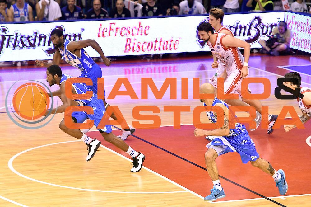 DESCRIZIONE : Campionato 2014/15 Serie A Beko Grissin Bon Reggio Emilia - Dinamo Banco di Sardegna Sassari Finale Playoff Gara7 Scudetto<br /> GIOCATORE : Jerome Dyson<br /> CATEGORIA : palleggio contropiede sequenza<br /> SQUADRA : Banco di Sardegna Sassari<br /> EVENTO : Campionato Lega A 2014-2015<br /> GARA : Grissin Bon Reggio Emilia - Dinamo Banco di Sardegna Sassari Finale Playoff Gara7 Scudetto<br /> DATA : 26/06/2015<br /> SPORT : Pallacanestro<br /> AUTORE : Agenzia Ciamillo-Castoria/GiulioCiamillo<br /> GALLERIA : Lega Basket A 2014-2015<br /> FOTONOTIZIA : Grissin Bon Reggio Emilia - Dinamo Banco di Sardegna Sassari Finale Playoff Gara7 Scudetto<br /> PREDEFINITA :