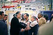 Applausi hanno accolto il presidente e l'ad della Fiat, John Elkann e Sergio Marchionne, durante la visita nel reparto di montaggio della Maserati di Grugliasco