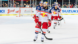 11.03.2016, Eisarena, Salzburg, AUT, EBEL, EC Red Bull Salzburg vs EC KAC, Viertelfinale, 7. Spiel, im Bild Torjubel Red Bulls, Emty Net Goal, Ben Walter (EC Red Bull Salzburg), Dominique Heinrich (EC Red Bull Salzburg) // during the Erste Bank Icehockey League 7th quarterfinal match between EC Red Bull Salzburg and EC KAC at the Eisarena in Salzburg, Austria on 2016/03/11. EXPA Pictures © 2016, PhotoCredit: EXPA/ JFK