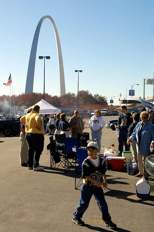 Tailgate parties outside the Dome at America's Center before a game with the New York Giants on 10/14/2001..©Wesley Hitt/NFL Photos