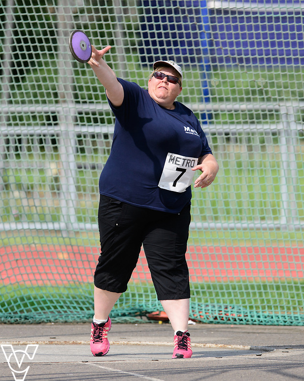 Metro Blind Sport's 2017 Athletics Open held at Mile End Stadium.  Discus.  Linda Boulding<br /> <br /> Picture: Chris Vaughan Photography for Metro Blind Sport<br /> Date: June 17, 2017