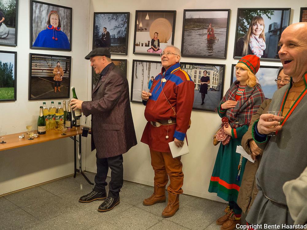 Åpning av fotoutstillingen til Torgrim Halvari; 100 samiske portretter, med portretter av asamer fra alle de fire landene som Sápmi omfatter. Tråante i Olavshallen i Trondheim.