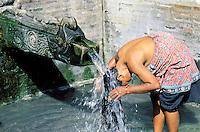 Nepal - Vallée de Kathmandu - Patan - Fontaine publique