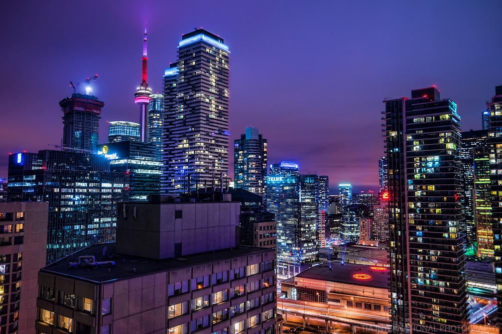 CN Tower & Toronto Metropolis @ Twilight