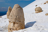 Turquie. Anatolie de l'Est. Site archeologique de Nemrut Dagi. Le sanctuaire d'Antiochos. Terrasse Ouest. Patrimoine mondial de l'UNESCO. // Turkey. East Anatolia Province. Archeological site of Nemrut Dagi. Colossal Head at West Terrace of Hierothesion of Antiochus I. Unesco world heritage.