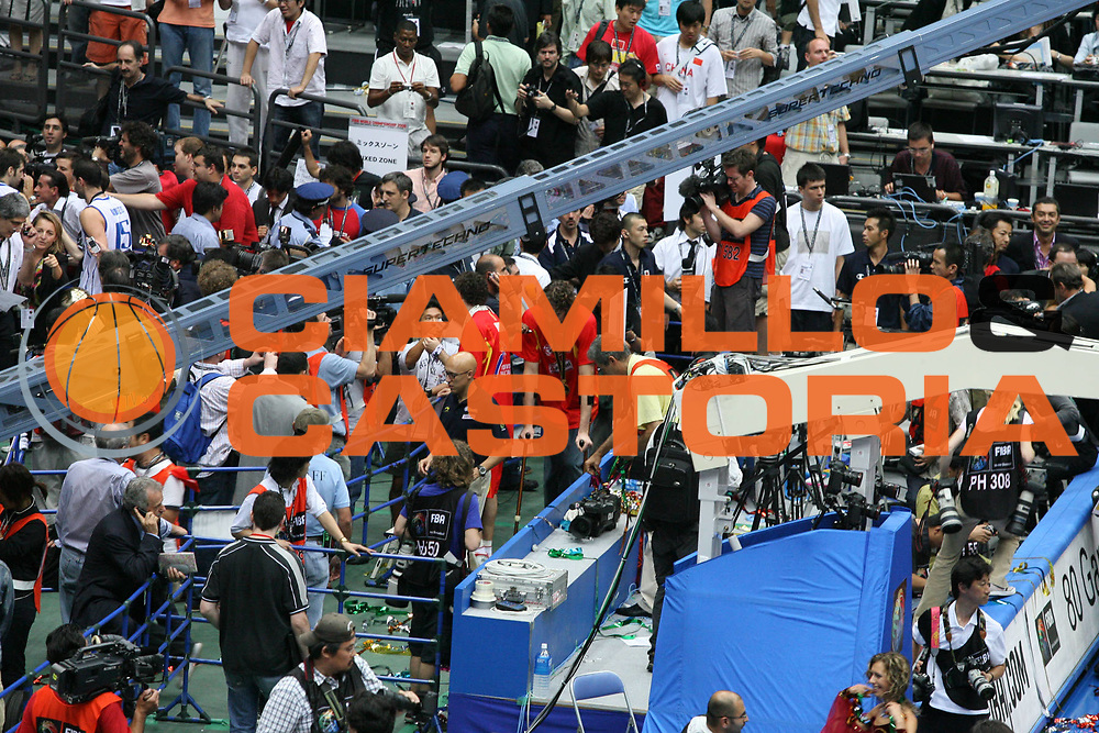DESCRIZIONE : Saitama Giappone Japan Men World Championship 2006 Campionati Mondiali Final Greece-Spain <br /> GIOCATORE : Team Spagna Tifosi Supporters <br /> SQUADRA : Spain Spagna <br /> EVENTO : Saitama Giappone Japan Men World Championship 2006 Campionato Mondiale Final Greece-Spain <br /> GARA : Greece Spain Grecia Spagna <br /> DATA : 03/09/2006 <br /> CATEGORIA : Esultanza <br /> SPORT : Pallacanestro <br /> AUTORE : Agenzia Ciamillo-Castoria/G.Ciamillo <br /> Galleria : Japan World Championship 2006<br /> Fotonotizia : Saitama Giappone Japan Men World Championship 2006 Campionati Mondiali Final Greece-Spain <br /> Predefinita :