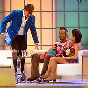 NLD/Hilversum/20070302 - 8e Live uitzending SBS Sterrendansen op het IJs 2007, Geert Hoes en schaatspartner Sherri Kennedy, huilend op de bank bij Gerard Joling