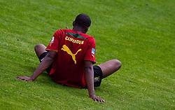 23.05.2010, AUT, FIFA Worldcup Vorbereitung, Training Kamerun im Bild Feature eines Kamerun Spielers der im Rasen sitzt von hinten, EXPA Pictures © 2010, PhotoCredit: EXPA/ J. Feichter / SPORTIDA PHOTO AGENCY