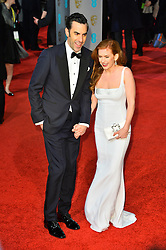 © Licensed to London News Pictures. 14/02/2016.  London, UK. SACHA BARON COHEN and ISLA FISHER arrives on the red carpet at the EE British Academy Film Awards 2016  Photo credit: Ray Tang/LNP