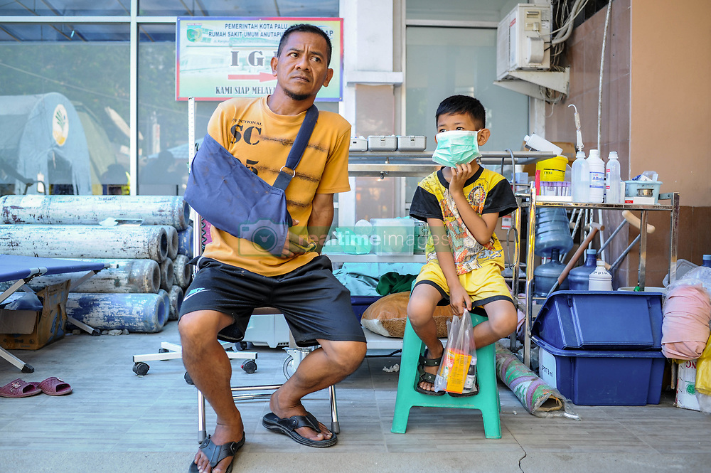 October 4, 2018 - Palu, Central Sulawesi, Indonesia - Residents seen reviving treatment at Anutapura Hospital after the earthquake..A deadly earthquake measuring 7.7 magnitude and the tsunami wave caused by it has destroyed the city of Palu and much of the area in Central Sulawesi. According to the officials, death toll from devastating quake and tsunami rises to 1,347, around 800 people in hospitals are seriously injured and some 62,000 people have been displaced in 24 camps around the region. (Credit Image: © Hariandi Hafid/SOPA Images via ZUMA Wire)
