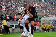 Erick Lichaj (L), de Estados Unidos junto a Carlos Salcido (R) de Mexico en el partido frente a Estados Unidos, en la final de la Copa Oro 2011, en el estadio Rose Bowl, Pasadena, California, hoy sabado 25 de junio de 2011. Fotos IL: WIlton CASTILLO