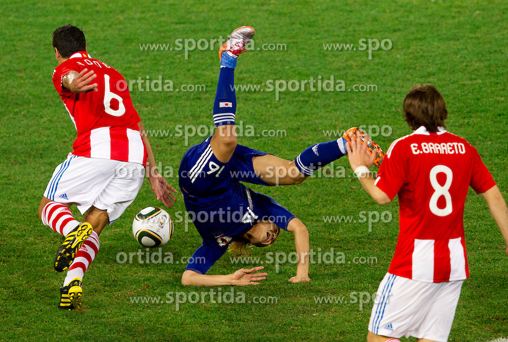 Carlos Bonet of Paraguay vs Yoshito Okubo of Japan during the 2010 FIFA World Cup South Africa Round of Sixteen football match between Paraguay and Japan on June 29, 2010 at Loftus Versfeld Stadium in Tshwane/Pretoria. (Photo by Vid Ponikvar / Sportida)