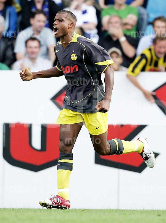 Fussball  1. Bundesliga Saison 2004/2005  4. Spieltag VfL Bochum - Borussia Dortmund 2:2       Sunday OLISEH (Dortmund) freut sich ueber das 1:1