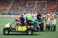 THE HAGUE - Mark Knowles geblesseerd van het veld  tijdens wedstrijd tussen Australie en India. FOTO KOEN SUYK