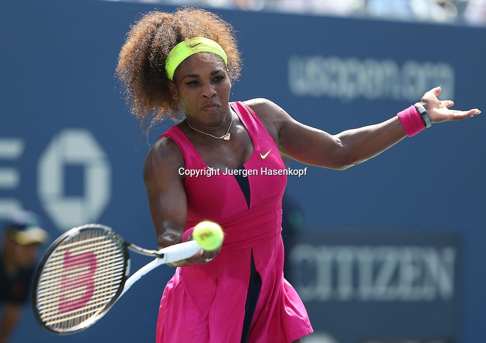 US Open 2012, USTA Billie Jean King National Tennis Center, Flushing Meadows, New York,ITF Grand Slam Tennis Tournament,.Serena Williams (USA),Aktion,Einzelbild,Halbkoerper,Querformat,