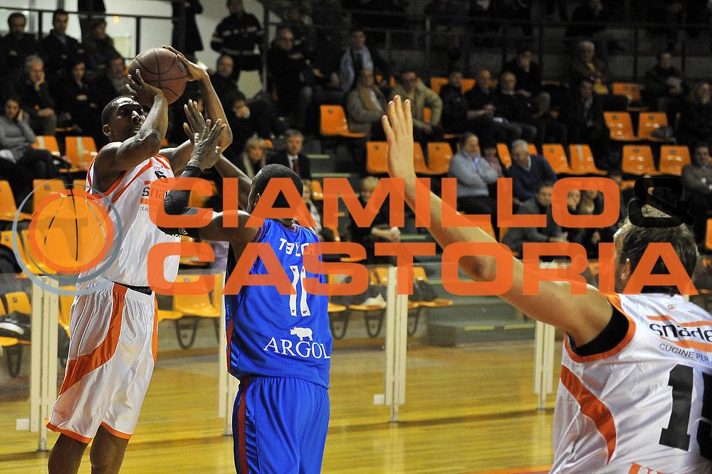 DESCRIZIONE : Udine Lega A2 2010-11 Snaidero Udine vs Fastweb Casale Monferrato<br /> GIOCATORE : Clint Cotis Harrison<br /> SQUADRA : Snaidero Udine<br /> EVENTO : Campionato Lega A2 2010-2011<br /> GARA : Snaidero Udine vs Fastweb Casale Monferrato<br /> DATA : 19/12/2010<br /> CATEGORIA : Tiro<br /> SPORT : Pallacanestro <br /> AUTORE : Agenzia Ciamillo-Castoria/S.Ferraro<br /> Galleria : Lega Basket A2 2009-2010 <br /> Fotonotizia : Udine Lega A2 2010-11 Snaidero Udine vs Fastweb Casale Monferrato<br /> Predefinita :