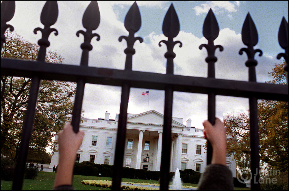 11/09/00--Washington--Attn:WIR--WhiteHouse4/JSL.Photo of the White House through the front fence..Justin Lane for The NEw York Times