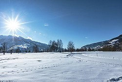 THEMENBILD - eine Langlaufloipe am Golfplatz Zell am See-Kaprun im mit Blick in den Oberpinzgau, aufgenommen am 14. Februar 2018, Ort, Österreich // a cross-country ski trail on the Zell am See-Kaprun golf course with a view of the Oberpinzgau on 2018/02/14, Ort, Austria. EXPA Pictures © 2018, PhotoCredit: EXPA/ Stefanie Oberhauser