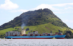 Tauranga-Aotea Maersk, biggest container ship to berth in New Zealand